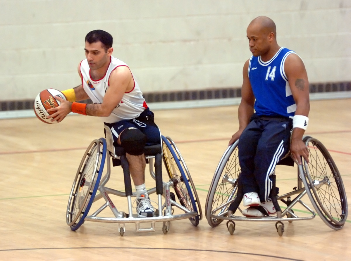 Attack versus defence on the wheelchair basketball court